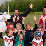 Klaus-Fischer-Fussballschule spendet 20 Trikotsätze an unsere Jugendabteilung